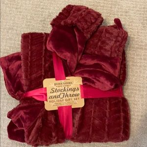 Berkshire stocking and throw set